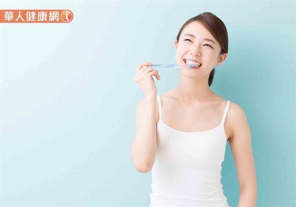 常剔牙恐讓牙縫變大?牙線、牙線棒、牙籤用錯大NG3