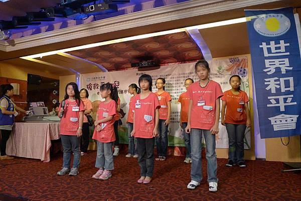 06/02世界合平會的餐會-唱歌表演