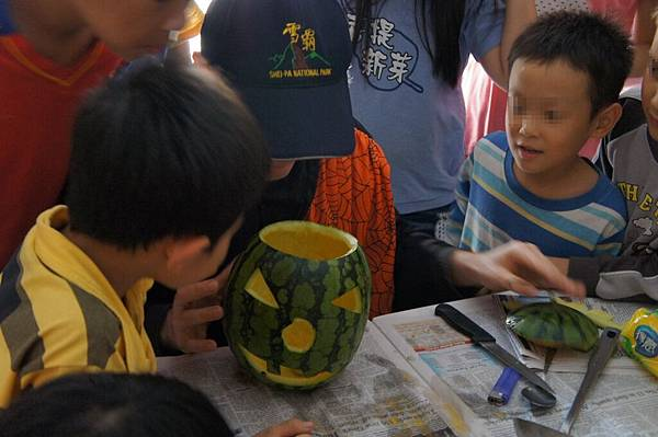 1103-萬聖節,孩子們與外師第一次『甜蜜接觸』-19