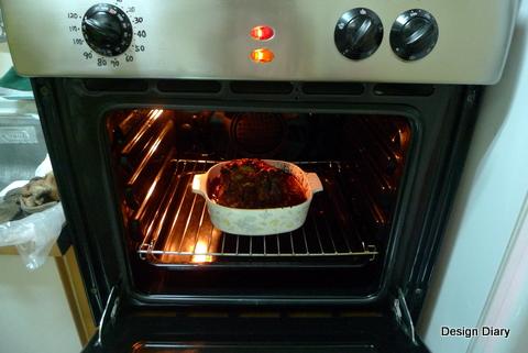 烤爐中的羊腿