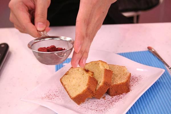 裝飾 覆盆子糖裹杏仁或開心果碎 + 紅酒無花果醬汁