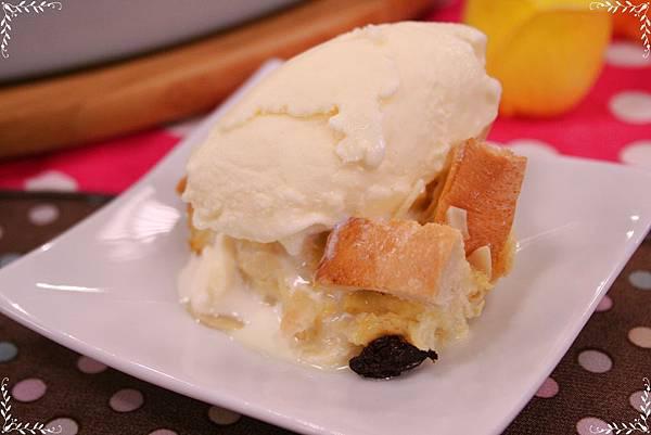麵包布丁美味Tips:吃的時候上面可以加一小球冰淇淋