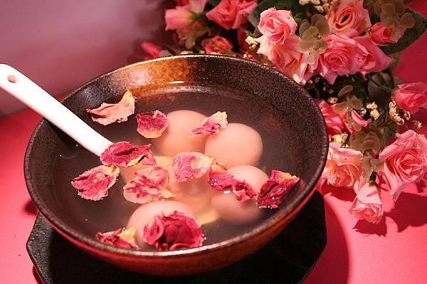 玫瑰芝麻湯圓