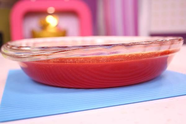 法式水果軟糖 做法:煮好的果泥倒入模具,冷卻24小時