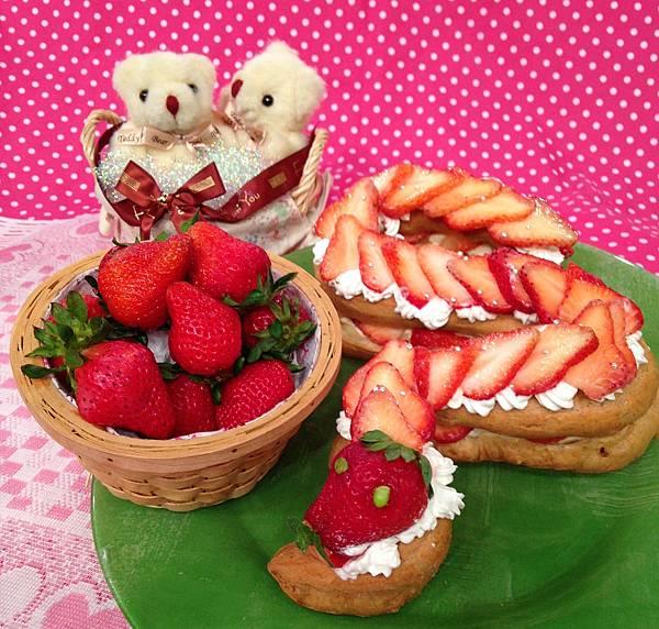 小龍草莓泡芙