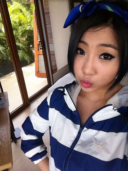 nes-minzy-gives-a-quick-tour-of-ygs-amazing-office_--uae_0.jpg