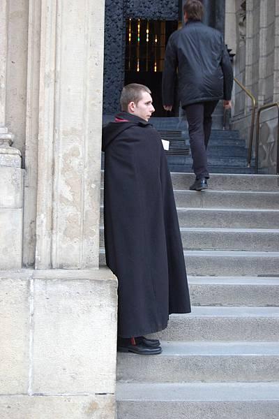 教堂守門的小哥