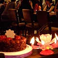 生日蛋糕加上會噴煙火又會旋轉還有音樂的蠟燭!