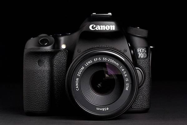 Canon-EOS-70D-front-no-flash