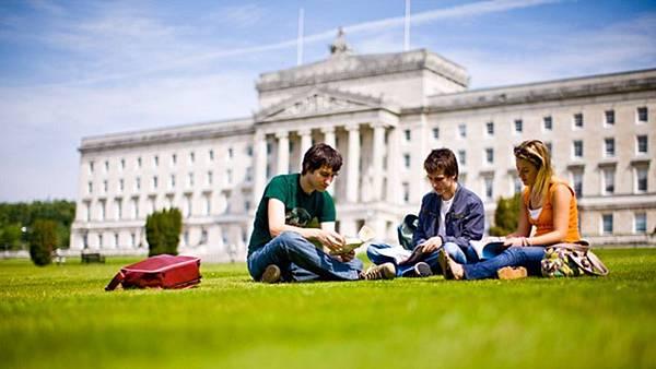 study-in-the-uk-scholarships.jpg