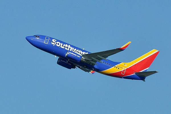Southwest_Airlines,_Boeing_737-76Q(WL),_N565WN_-_SEA_(21783111420).jpg
