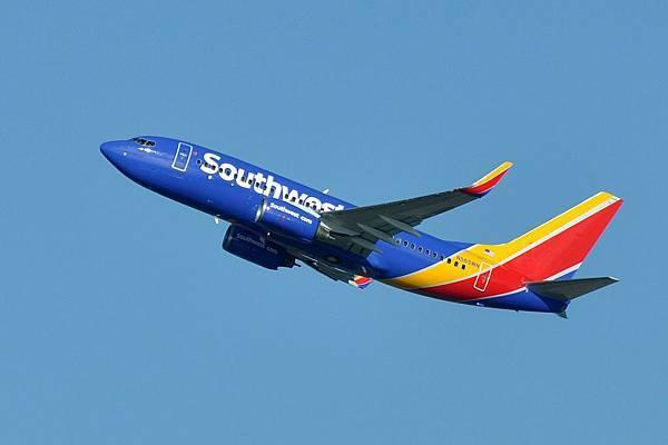 Southwest_Airlines,_Boeing_737-76Q(WL),_N565WN_-_SEA_(21783111420).jpg