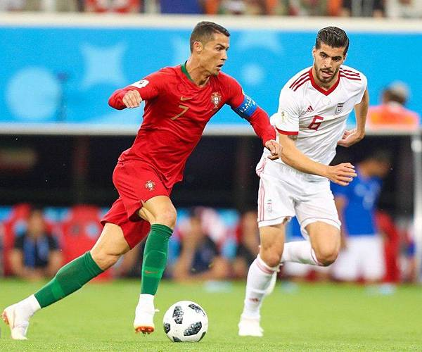 923px-Iran_and_Portugal_match_at_the_FIFA_World_Cup_2018_3.jpg