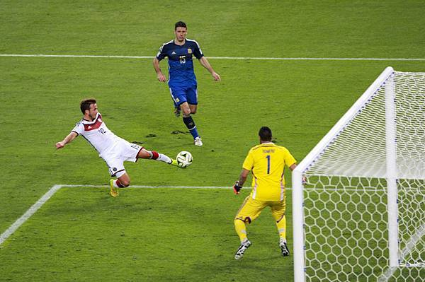 Germany_and_Argentina_face_off_in_the_final_of_the_World_Cup_2014_-2014-07-13_(6).jpg