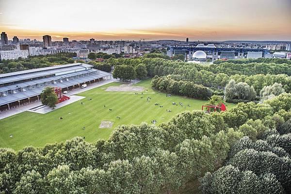 vue_sur_le_parc_de_la_villette_depuis_le_toit_de_la_philharmonierwilliam-beaucardet-pp-33