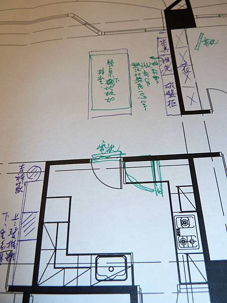 4.餐桌之電視可否用懸空或用將調整之廚房牆壁?