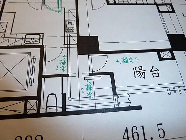 8.後玄關、傭人房、後陽台請查一下是否有插座.還有請查一下前面圓形小陽台是否有水龍頭?