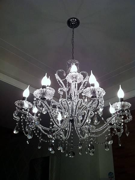 小閃家的水晶燈好美 房間也想要(抓)