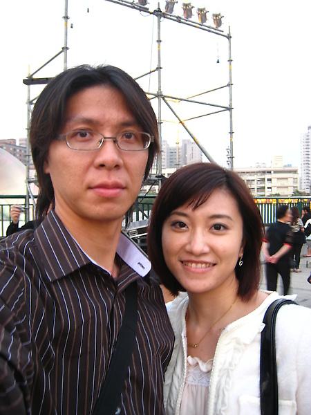 後面的劇場正在彩排晚上的香港之夜
