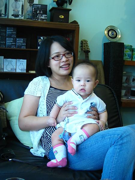 余媽小女兒QQ醒來後,就變成拍照嬌點
