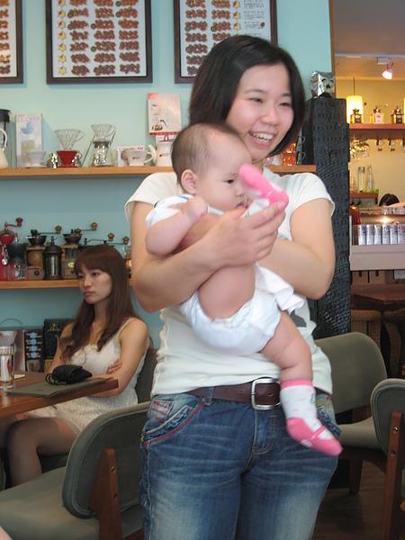 這位阿姨讓小QQ沒了淑女形象…