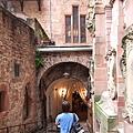 要參觀老古堡內,古時男爵家的釀酒工房了。.JPG