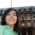 我在城堡下的市集廣場。 (1).JPG