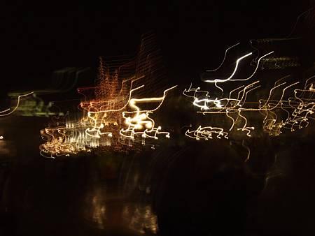 行步TIMES RIVER、準備在LONDON EYE前大喊二零零七HAPPY NEW YEAR~意外拍成的超魔幻照片。