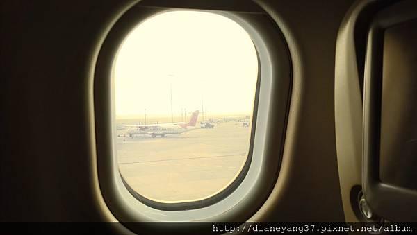 灰濛濛、沙塵飛揚佈滿機場跑道,是剛降落於印度的第一眼印象。