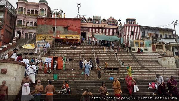 Vijayanagaram ghat, 1890年建造,供奉濕婆神(Lord Shiva)與Nishpapeshvara.