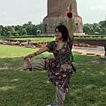 以Dhamekh Stupa為背景作瑜珈是哪招?! :P