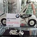 很高貴的BMW各色車款的迷你模型~~ (1).JPG