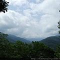 攝於棲蘭森林遊樂區,好天氣中、靜靜遠眺美麗蒼勁的群山!是一種豁達、自在的幸福…