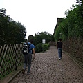 別小看這段爬坡,蠻陡峭、而且小石板路走起來很累~~ (2).JPG