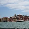一排排獨特的土黃、淺橘、紅棕色系的房舍,是威尼斯典型的城市標記之一。.JPG