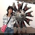 這是車引擎~看起來很像裝置藝術。.JPG