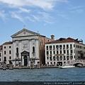 水都威尼斯~真是貼切的形容,還沒深入其中,已經行走水上,看著這城市與湛藍海水,天衣無縫一搭一唱地散發魅力。 (1).JPG