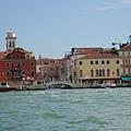 一排排獨特的土黃、淺橘、紅棕色系的房舍,是威尼斯典型的城市標記之一。 (1).JPG