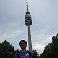 來到德國第三大城慕尼黑,這好像是以前老機場遺留下的塔台~ (1).JPG