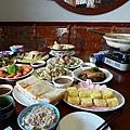餐前滿滿一桌