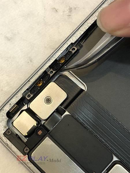 iPad-Pro-12.9-音量鍵卡鍵_180522_0002-768x1024.jpg