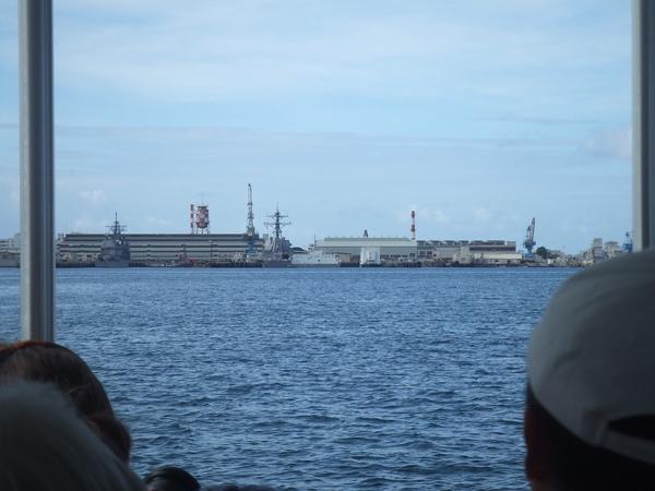 對面的軍艦港