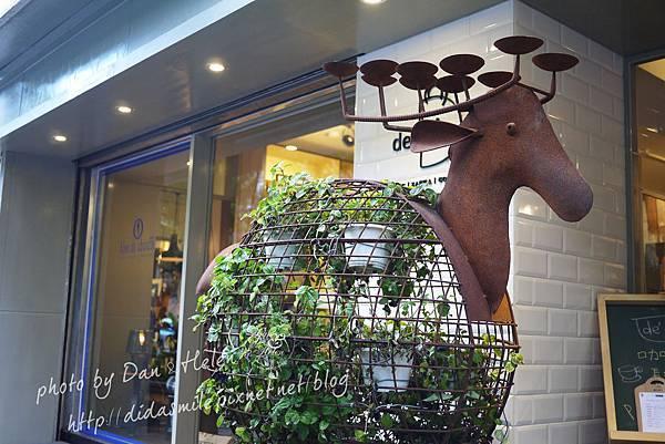 [食]民生社區-新開的!複合式咖啡廳有包包跟咖啡噢♥de'A
