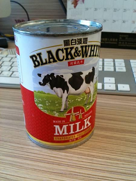 荷蘭乳牛的黑白淡奶!