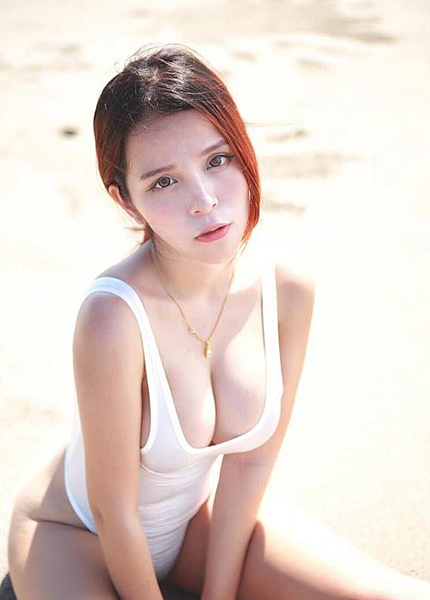 36H 豪乳遮不住!「兇版李毓芬」被封為「最性感救護員」|天下現金網|天下運動網
