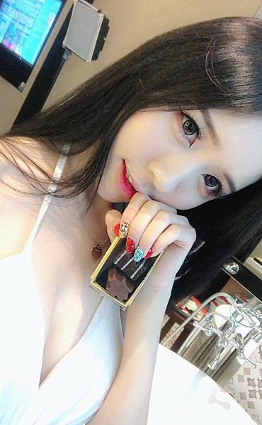 甜美「爆乳正妹」席捲東南亞!網路票選最正網紅,火辣身材外掛甜美微笑無人能擋!|天下現金網|天下運動網