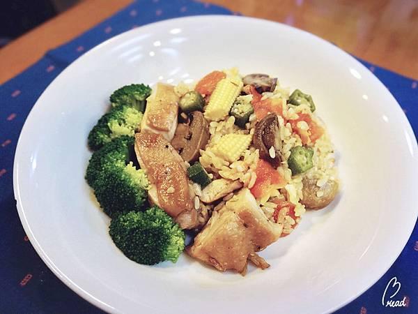 番茄香料雞肉蔬菜燉飯