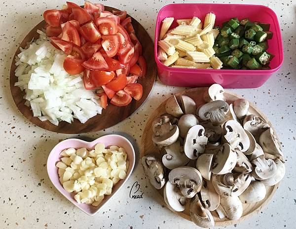 番茄香料雞肉蔬菜燉飯-材料