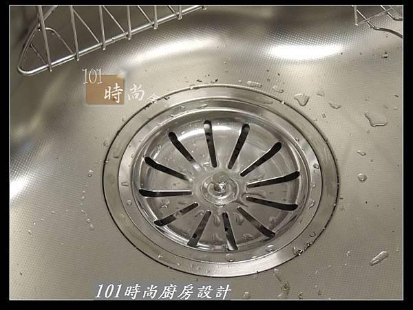 @二字型廚房設計 不鏽鋼檯面+中島櫃 廚具工廠直營 作品分享:政大二街(109).jpg