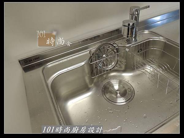 @二字型廚房設計 不鏽鋼檯面+中島櫃 廚具工廠直營 作品分享:政大二街(111).jpg